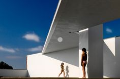 House in Estoril / Candido Chuva Gomes © Fernando Guerra #pool