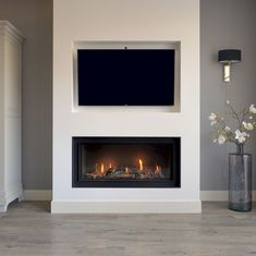 Excellent No Cost Electric Fireplace and tv Thoughts Gashaard met tv nis Home, Living Room Tv, Fireplace Design, Living Room With Fireplace, Tv In Bedroom, Living Room Designs, Tv Room, Bedroom Tv Wall, Modern Fireplace