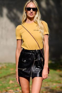 The Most Popular Genius Street Style Outfits To Try Right No.-The Most Popular Genius Street Style Outfits To Try Right Now Leather skirts and tshirts baby! Always a winner. Models Off Duty, Model Off Duty Style, Vs Models, Women Models, Fashion Week, Look Fashion, Trendy Fashion, Fashion Models, Fashion Outfits