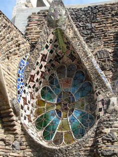 quenalbertini: The Church of Colònia Güell (unfinished) in Santa Coloma de Cervelló near Barcelona, Spain. Construction started in Antoni Gaudi Architecture Antique, Beautiful Architecture, Art And Architecture, Architecture Details, Barcelona Architecture, Art Nouveau, Architecture Organique, Antonio Gaudi, Amazing Buildings