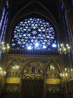 パリ『サント・シャペル教会』で響き渡る荘厳の調べを聴く!美しすぎるステンドグラスが芸術品! | フランス | Travel.jp[たびねす]