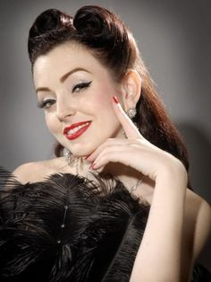 1940 Victory Rolls Hairstyles Pin up girl victory rolls Estilo Pin Up, Pin Up Looks, Looks Cool, 1940s Hairstyles, Wedding Hairstyles, Popular Hairstyles, Portrait Girl, Victory Curls, Pin Up Retro