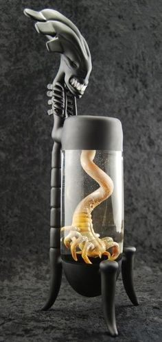 Scorpion Bong. Omg I NEED this.!!