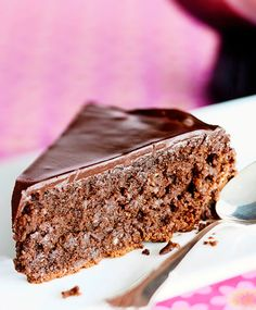 Mantelinen mutakakku - Mud cake with almond. Maku www. Good Food, Yummy Food, Mud Cake, Pastry Cake, Piece Of Cakes, Gluten Free Baking, Chocolate Brownies, Baked Goods, Baking Recipes