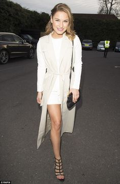 Free your arms with Sam Faiers' sleeveless trench #DailyMail