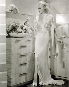 Ginger Rogers looking so glamorous!