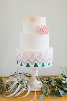 Bohemian bruidstaart #bruiloft #trouwen #bruidstaart #bohemian #chic #festival #wedding #cake Vriendinnen momentje: vier jullie vriendschap met een bohemian bridal shoot   ThePerfectWedding.nl   Fotografie: Alexandra Vonk Photography