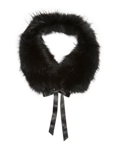 This Finn raccoon stole is a pretty style accessory. In a sophisticated nuance…