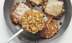 Gemüseburger mit Raclettekäse - Rezepte - Schweizer Milch Salmon Burgers, Cauliflower, French Toast, Meat, Vegetables, Breakfast, Ethnic Recipes, Food, Raclette Recipes