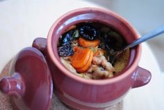 Roast in a pot of chicken with prunes.