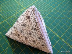Ich hab´s mal wieder getan! :-) Auf Wunsch einer gaaanz lieben Bloggerin (winke zu Doreen ) hab ich Pyramidentäschchen genäht und nebenb...