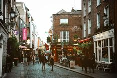 The complete World of Wanderlust guide to Dublin. The city of Dublin is one of Europe's most underrated capitals. Here is your guide to visit Dublin. Wanderlust Travel, World Of Wanderlust, Moving To Ireland, Ireland Travel, Belfast, Voyage Dublin, Fleet Street, Cities, Visit Dublin