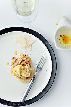 Makaron z szynką parmeńską w sosie szafranowym