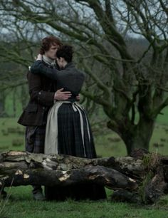 """Claire Fraser (Caitriona Balfe) and Jamie Fraser (Sam Heughan) in Episode 208 """"The Fox's Lair"""" of Outlander Season Two on Starz"""
