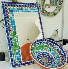 Bacha Y Espejo Con Venecitas Mosaic Art, Mosaic Glass, Stained Glass, Cuba, Sculpture Clay, Outdoor Blanket, Mirror, Gifts, Inspiration