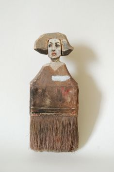 Old paintbrushes become the canvas in these creative portraits by Chinese American artist Rebecca Szeto. Art From Recycled Materials, Recycled Art, Paint Brush Art, Paint Brushes, Doll Painting, Woman Painting, Home Decoracion, Found Object Art, Weird Pictures