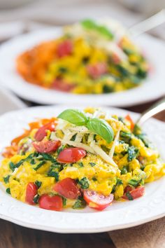 Veggie Scrambled Eggs with Aged White Cheddar (can substitute with  dairy-free Daiya Cheddar Style Shreds)