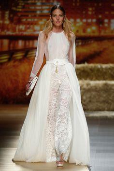 inmaculada garcia 2016 Bridal Kollektion  Barcelona Bridal Fashion Week http://www.hochzeitswahn.de/inspirationsideen/inmaculada-garcia-2016-bridal-kollektion/ #weddingdress #fashion #style
