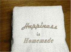 Happiness is Homemade Hand Towel, Country Farmhouse Living – Borgmanns Creations Diy Wedding Favors, Gifts For Wedding Party, Decor Wedding, Homemade Wedding Presents, Hand Towels Bathroom, Kitchen Towels, Kitchen Decor, Red Towels, Rustic Home Interiors