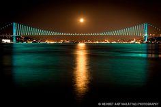 Bosphorus Bridge at Night. Bridge Engineering, Bosphorus Bridge, Turkey Travel, Over The Moon, Istanbul Turkey, Tower Bridge, Nature Pictures, Travel Around, Trinidad