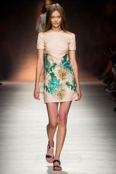 Gorgeous floral embroidery + color palette at Blumarine. Peachy nude, jungle green, mellow orange and yellow. Spring 2015 RTW. #mfw #Blumarine #spring2015