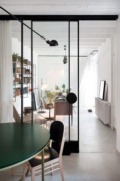 La oficina fue separada por una pared de cristal.