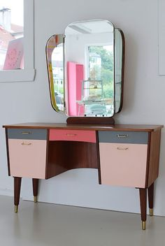These beautiful gradient style drawers painted by Consept Constanse. I love the colour of these drawers.