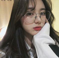 Choi amera My sister is so. Devil👿😂i'm sorry eonni😚 Ulzzang Korean Girl, Cute Korean Girl, Ulzzang Couple, Asian Girl, Korean Aesthetic, Aesthetic Girl, Korean Glasses, Foto Mirror, Uzzlang Girl
