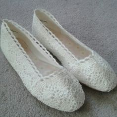 NWOT H&M white lace ballet flats White/slightly off white lace ballet flats with cute daisies sole. Too small for me, I'm a 7.5. This is a true size 7. Never worn as you can see on the sole picture. Bundle and save 20% Off 2 items or more!! H&M Shoes Flats & Loafers