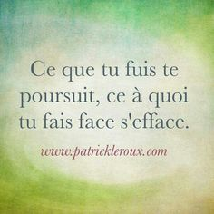 Ce que tu fuis te poursuit, ce à quoi tu fais face s'efface. What you run away from chases you. What you face up to vanishes. (Loses the rhymes in the French. Dope Quotes, Words Quotes, Sayings, Positive Mind, Positive Attitude, Favorite Quotes, Best Quotes, Motivational Quotes, Inspirational Quotes