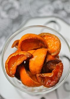 Roasted Tangerines in Sweet Vermouth (make for drink garnishes for special cocktails -- keeps a week in the fridge) Citrus Recipes, Snack Recipes, Snacks, Cocktail Garnish, Cocktail Recipes, Vermouth Drinks, Orange Twist, Cocktails, Glass Baking Dish