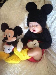 so cute, Mickey Mouse & baby Mickey Mouse So Cute Baby, Baby Kind, Cute Kids, Cute Babies, The Babys, Baby Boy, Carters Baby, Foto Baby, Baby Mouse
