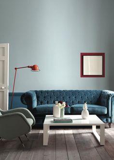 <p>Que diriez-vous d'un bleu qui rappelle la mer ? Little Greene propose un bleu éclatant et apaisant à la fois qui, selon la luminosité dans la pièce, se veut...