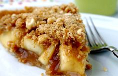 The cinnamon sugar apple filling is what makes this apple crumble pie so delicious! The cinnamon sugar apple filling is what makes this apple crumble pie so delicious! Apple Crumble Pie, Apple Filling, Crumble Topping, Apple Pie, Cinnamon Crumble, Apple Slices, Cinnamon Sugar Apples, Caramel Apples, Easy Desserts