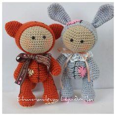 Не знаете, во что нарядить своего вязаного пупса амигуруми? Думаем, что костюмчик лисы будет в самый раз. Схема вязания прилагается.