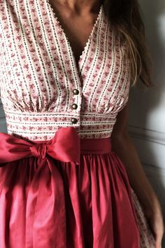 Bohemian button tops, boho skirt, boho-chic look, vintage outfit Source by mookyboutique estivi Sari Blouse Designs, Fancy Blouse Designs, Designs For Dresses, Blouse Patterns, Dress Dior, Dirndl Dress, Look Boho Chic, Boho Fashion, Fashion Dresses