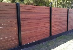 Awesome Modern Front Yard Privacy Fences Ideas - All For Garden Modern Fence Design, Wood Fence Design, Privacy Fence Designs, Yard Privacy, Privacy Fences, Privacy Walls, Privacy Screens, Modern Front Yard, Front Yard Fence