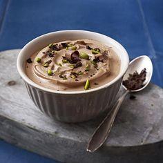 Mascarponecreme mit Schokolade und Pistazien Rezept | LECKER
