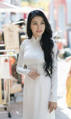 Very Beautiful Woman, Beautiful Asian Women, Vietnam Costume, Vietnam Girl, Vietnamese Dress, Ao Dai, Sexy Asian Girls, Sexy Outfits, Asian Woman