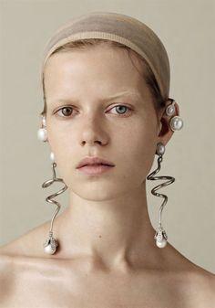 "bvlgaria: "" Kadri Vahersalu in 'Axolotl Nature Artificial Camouflage' Photographer: Ben Toms Earrings: Balenciaga F/W AnOther Magazine F/W "" Pearl Jewelry, Statement Earrings, Jewelry Art, Jewelry Accessories, Fashion Accessories, Jewelry Design, Fashion Jewelry, Jewellery, Pearl Ring"
