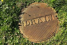 DIY Plumbing: Unblocking a Drain Cleanout By: Realtor.com Team  Drain cleanouts provide an entry point into home drainage systems so clogs can be removed or a camera inserted to inspect the s...