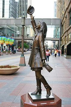 """Minneapolis - Statue of Mary Tyler Moore, as Mary Richards, throwing her hat up in the air. in downtown Mpls. Minneapolis was the where the sitcom """"The Mary Tyler Moore Show"""" was based. Minneapolis St Paul, Minneapolis Minnesota, Minneapolis Downtown, Statues, Wisconsin, Michigan, Nashville, Mary Tyler Moore Show, Minnesota Home"""