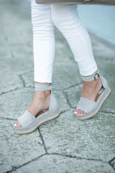 Gray has become one of my favorite colors over the past year or so. Today, I'm sharing my new gray suede shoes + a great summer top under $50!