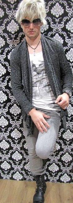 Fashion Boy Mike Leo Cardigan Shirt Destroyed Layer Optik Jenans mit Glitzereffekt  Boots  Anfragen /Kontakte willkommen