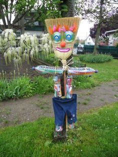 Site internet de l& maternelle Danielle Casanova - Les épouvantails Fall Crafts, Diy And Crafts, Crafts For Kids, Garden Crafts, Garden Projects, Scarecrows For Garden, Scarecrow Festival, Indoor Plant Wall, Recycled Art