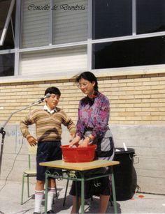 Os irmáns Ángel e Mariana, de O Ézaro, representando unha obra de teatro no Colexio de O Pindo. Cedida por Ezaro.com
