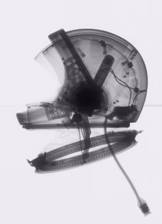 X-ray of a helmet that was developed for the Phase I Apollo program. Image: National Air and Space Museum, Smithsonian Institution, Mark Avino Astronaut Helmet, Air And Space Museum, Photo Images, Photo D Art, Cosmos, To Infinity And Beyond, Trident, Space Travel, Space Exploration