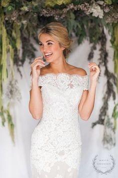Anna Maier Gown via White Dresses Boutique | Nashville Bridal Shop | Off the Shoulder Wedding Gown | Lace Wedding Gown | Fitted Wedding Gown | Sleepy Fox Photography