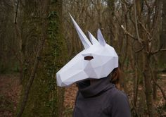 low-poly Unicorn mask from cardboard Low Poly, Make Your Own, Make It Yourself, How To Make, Mascara 3d, Origami, Unicorn Mask, Unicorn Costume, Mask Template