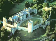 Warwick Castle is a medieval castle developed from an original built by William the Conqueror in 1068 in Warwickshire, England, situated on a bend of the River Avon. Palaces, Anne Neville, Warwick Castle, Castles In England, English Castles, Famous Castles, England And Scotland, Medieval Castle, Aerial View